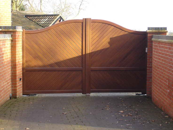 These are aluminium gates designed to look just like wood. As they are close boarded so wind can exert considerable force on them. However, their lightweight aluminium construction means that underground gate motors could be installed to provide the gate automation.