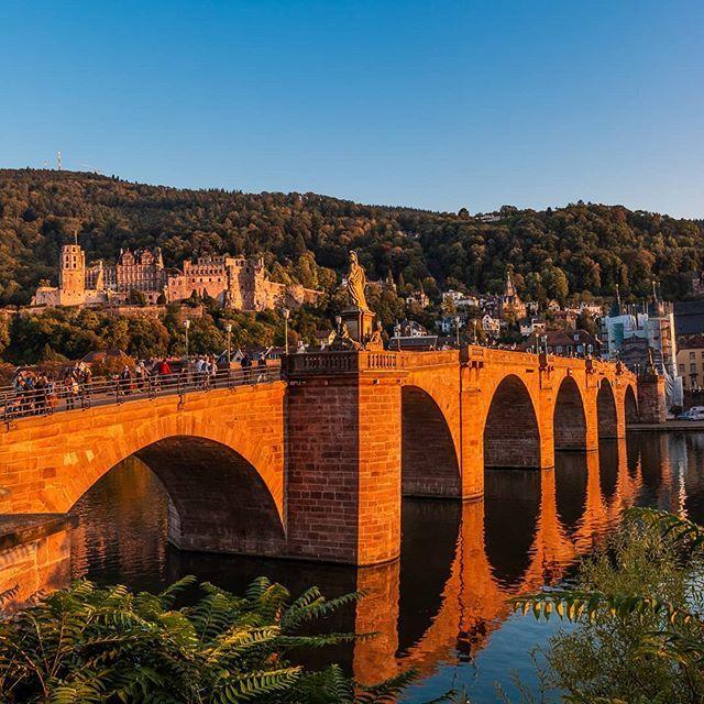 Alte Brucke Mit Blick Auf Das Alte Schloss In Heidelberg Zum Heidelberger Herbst Bei Sonnenuntergang Heidelberg Altebr Photo Landmarks Brooklyn Bridge