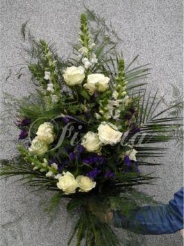 kvetinarstvi-praha-smutecni-kytice-hledik-ruze-eustomy