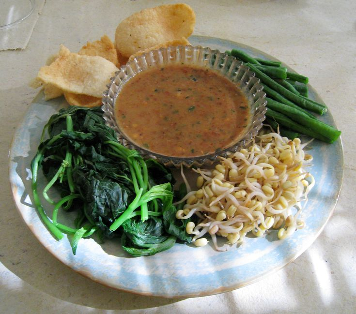 Pecel, is one of Indonesian traditional cuisine , made from boiled vegetables served with peanut sauce