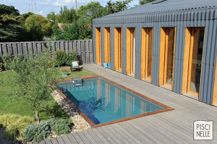 couloir de nage avec margelles en bois bloc technique en. Black Bedroom Furniture Sets. Home Design Ideas
