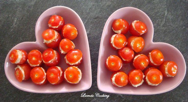 Plats en forme de cœur de Jardin Déco. C'est la saison des apéros et on veut souvent des grignotages pas trop lourds... Vous pouvez alors réaliser ces adorables tomates cerises au thon , fraîches et légères. Présentation dans des plats en forme de coeur...