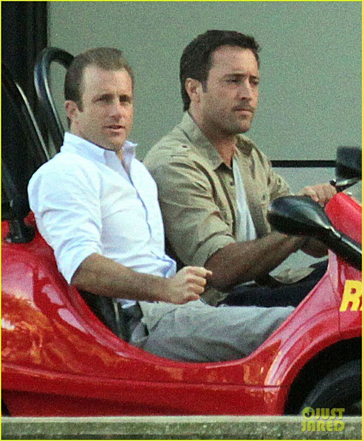 Alex O'Loughlin & Scott Caan Drive Around in a Tiny Rental Car for 'Hawaii Five-0' Finale! Credit: Just Jared