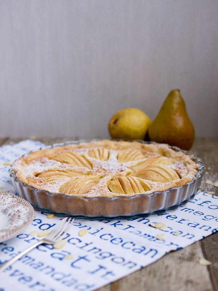 Hrušky a jablka jsou typicky podzimní ovoce a obojí mám moc ráda. Zatímco jablečných dezertů mám na blogu pěknou řádku, hrušky ještě nedosta...
