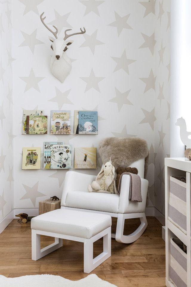 Neutral Nursery with Star Wallpaper - Project Nursery chambre d'enfants kids room bedroom décoration