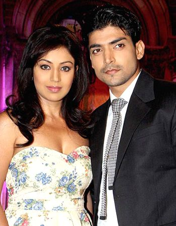 Gurmeet Choudhary feels fans' pressure for Nach Baliye 6! - http://www.bolegaindia.com/gossips/Gurmeet_Choudhary_feels_fans_pressure_for_Nach_Baliye_6-gid-36485-gc-16.html