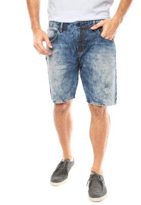 Bermuda Jeans Forum Julio Reta Azul, com desbotados propositais ao longo da peça. Conta com modelagem reta, cinco bolsos e cinco passantes no cós. Fechamento por zíper e botão.Confeccionada em tecido 100% algodão.Medidas: Cintura: 80cm / Gancho: 24cm / Comprimento: 48cm Tamanho: 42Medidas do Modelo: Altura 1,87m / Tórax 100cm / Manequim 40/42.