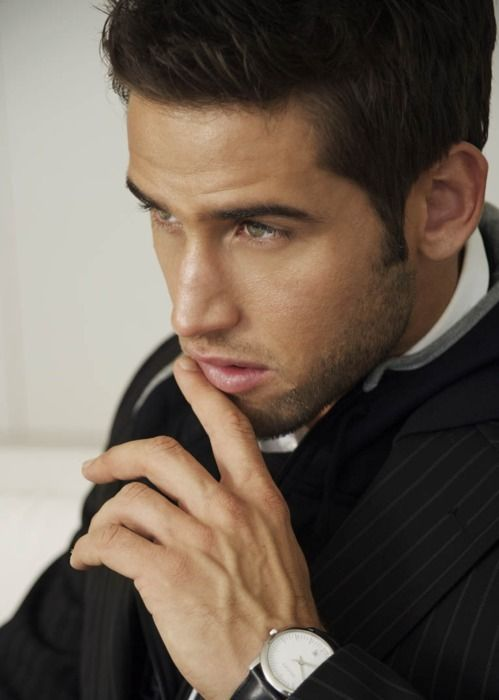 Znalezione obrazy dla zapytania dark haired blue eyed man