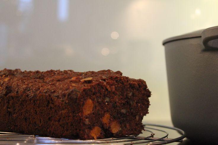 Chocolade courgette brood met walnoten en abrikozen   gebaseerd op recept van Yellow lemon tree blog