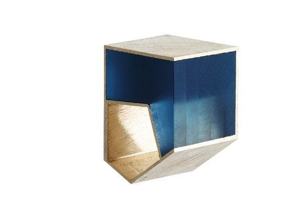 Plexiglas Abbildung erschienen in Kunstmagazin Ausgabe Juli 2008 -Giampaolo Babetto: Ring Weissgold 750, 2001 - ring in 18K white gold and plexiglas by Giampaolo Babetto from 2001.