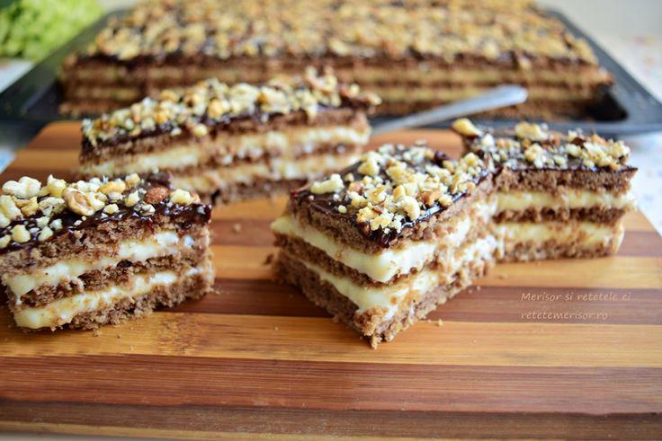 Pot să vă spun că prăjitura cu foi fragede cu nucă și cremă de gălbenușuri cu lămâie, este una dintre cele mai bune prăjituri preparate de mine, din categoria celor cu foi coapte pe dosul tăvii. Cu toate că mi-au dat ceva de furcă …