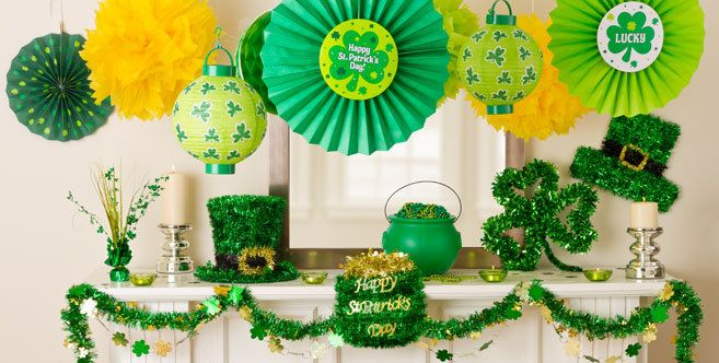 St. Patrick's Day Decorations - Hanging, Table & Balloon Decorations - Party City