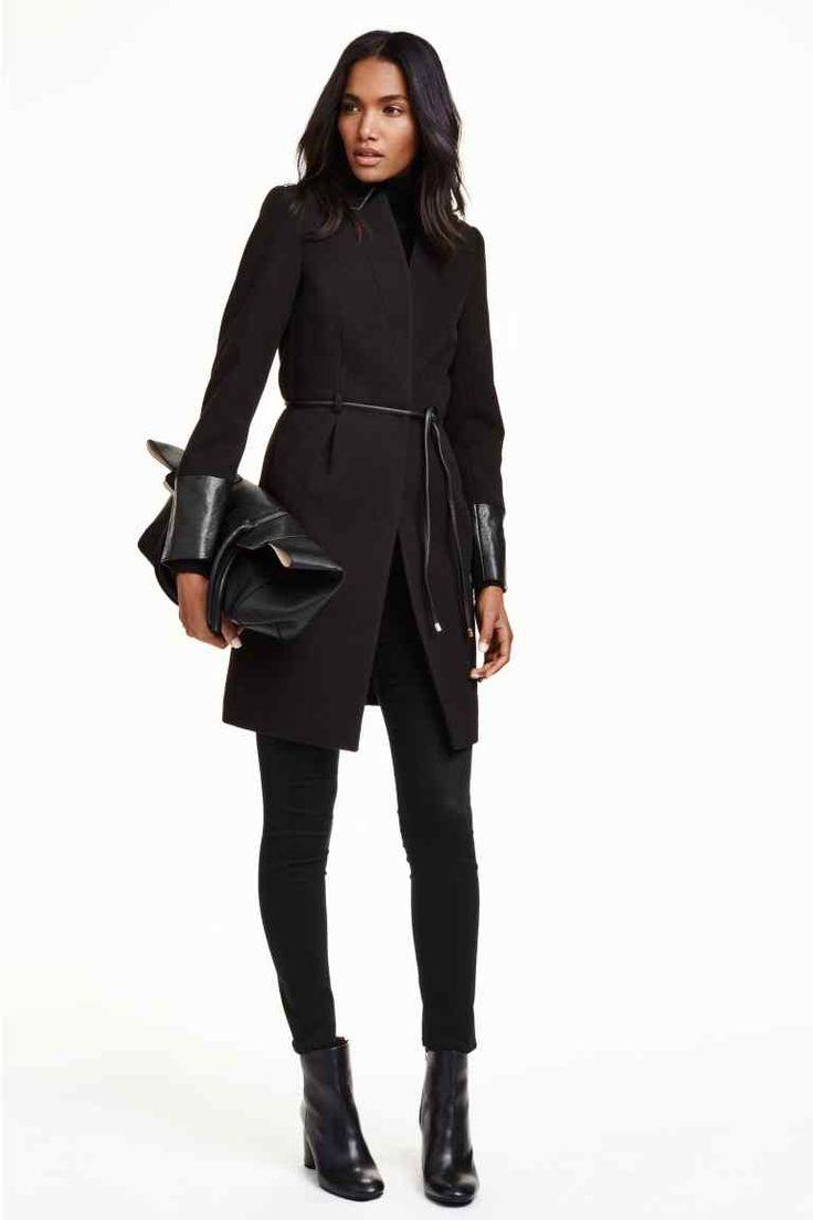 Přiléhavý kabát | H&M