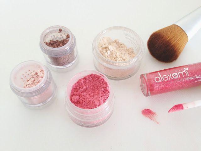 Als je nog twijfelt om over the stappen op natuurlijke minerale make-up, lees: Under Lock and Key Beauty review: Alexami Cosmetics