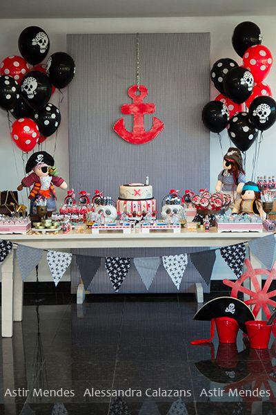 Ao contrario do que dizem por aí, festas de meninos podem sim ser muito bonitas e criativas. Essa festa de Piratas decorada pela Pra Você fe...