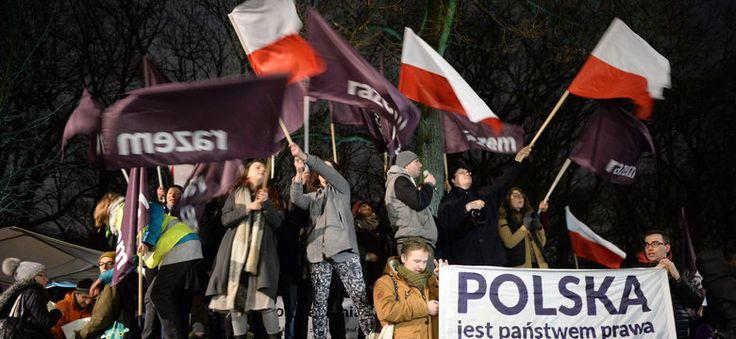 Demonstracje przed KPRM ws. opublikowania wyroku TK