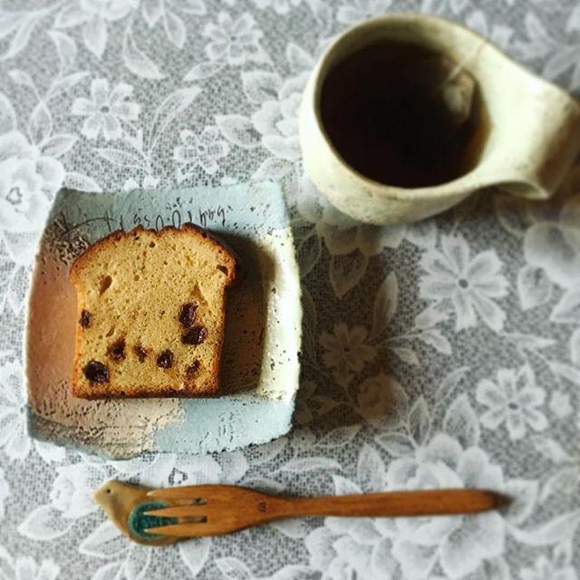 Instagram media by mmaarrrii - * 昨日の朝おやつ。 mokuyobiの ラムレーズンケーキ . #mokuyobi#沖縄#ラムレーズンケーキ#ラムレーズン#朝おやつ#東恩納美架#工房ことりの#studiom