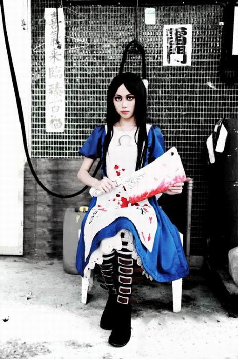 American McGee's Alice/Alice: Madness Returns costume. This is probably the best Alice cosplay photo I've ever seen.
