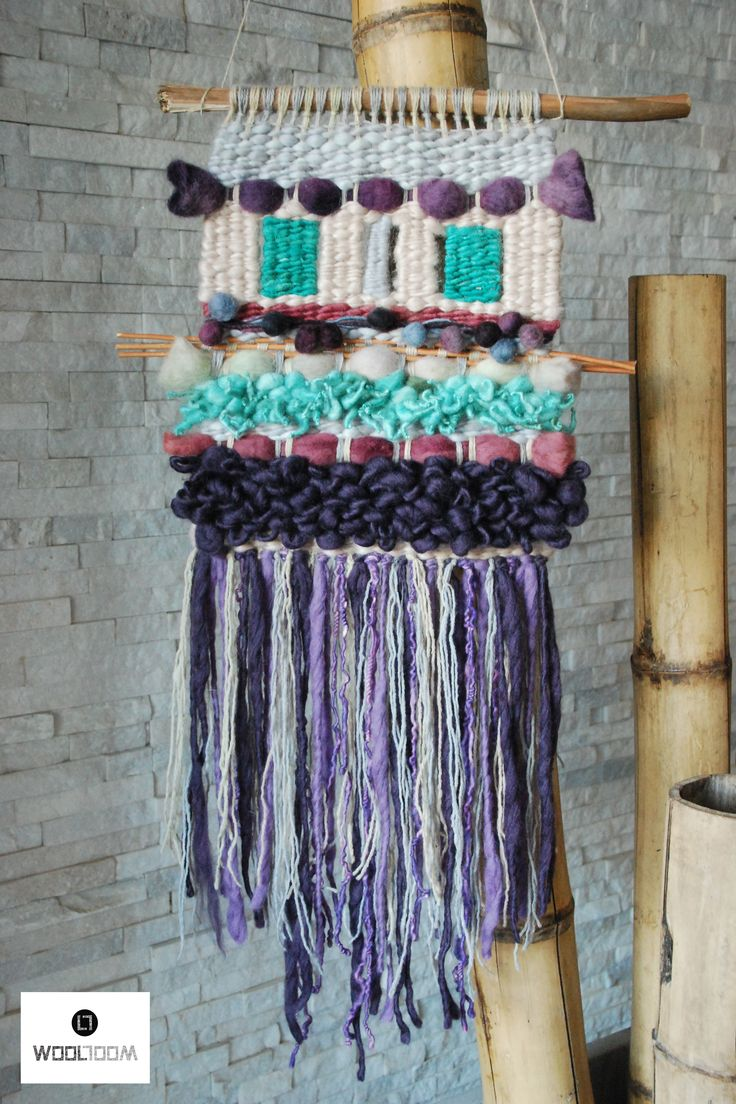 Pastels and aqua - Hand woven wall hanging // weaving // telar decorativo made…