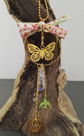 Collier composée d'une chaîne boules dorée + un pendentif rond avec 4 breloques montées avec de la chaîne dorée fantaisie - longueurs différentes. Finition réalisée avec  - 18025789