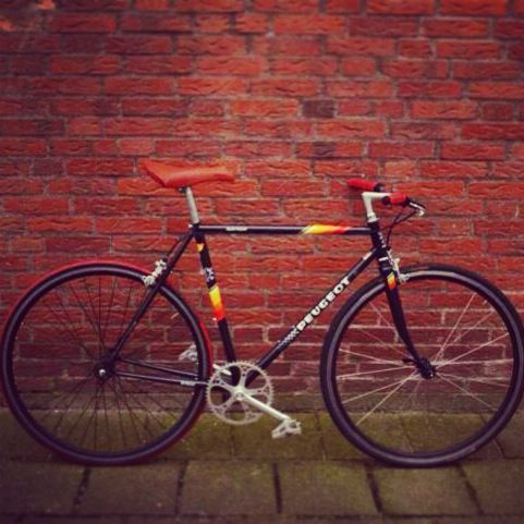 Singlespeed *upcycled*, by @Wilfred Vogd ... Peugeot Aubisque. Check out http://upcyclingworks.tumblr.com  #singlespeed #fixie #peugeot #aubisque