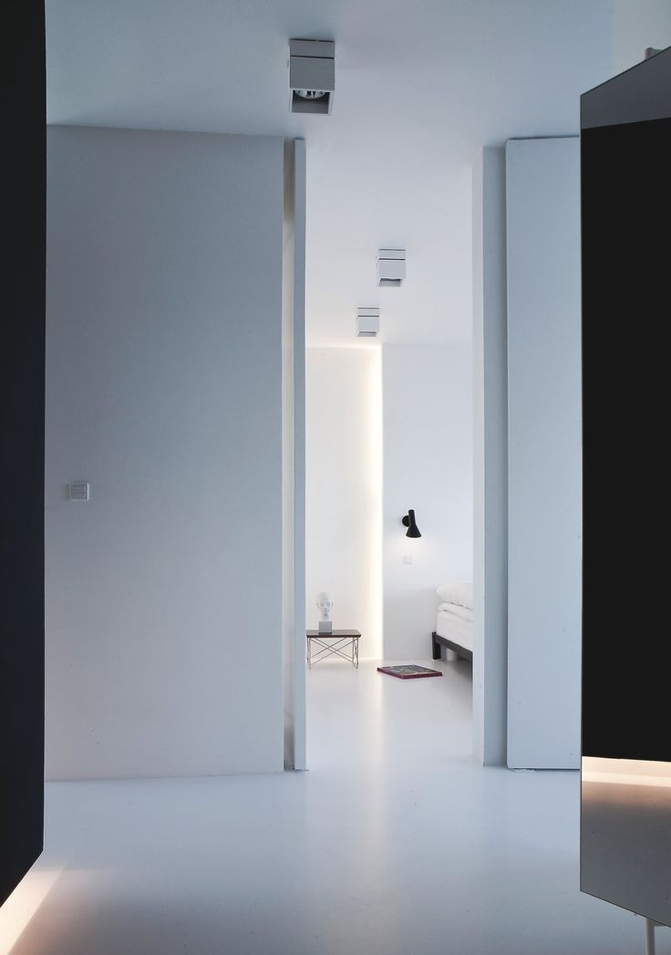 AJ wall lamp by Arne Jacobsen | Louis Poulsen | View into the bedroom from the hallway.