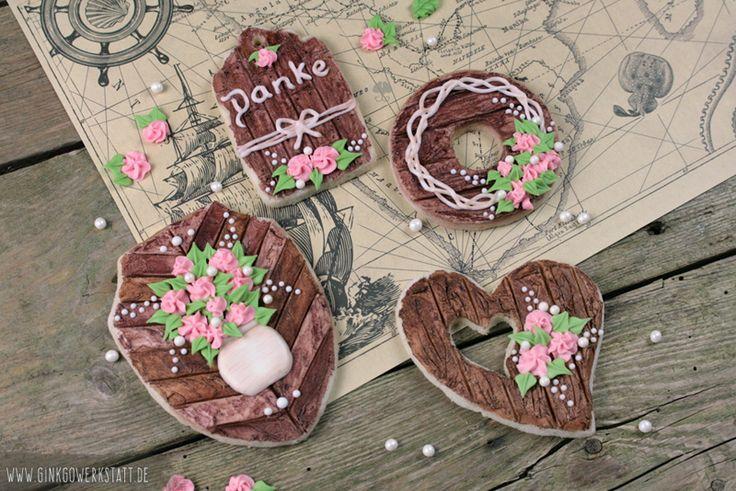 Rustic Bouquet |  Anleitung: https://www.makerist.de/patterns/keksdekoration-rustic-bouquet ---- #cookies #kekse #royalicing #eiweißspritzglasur #cookieart #kekskunst #ginkgowerkstatt #rustic #bouquet #flowers #blumen #holzoptik #rustikal #woodeffect #wood #holz