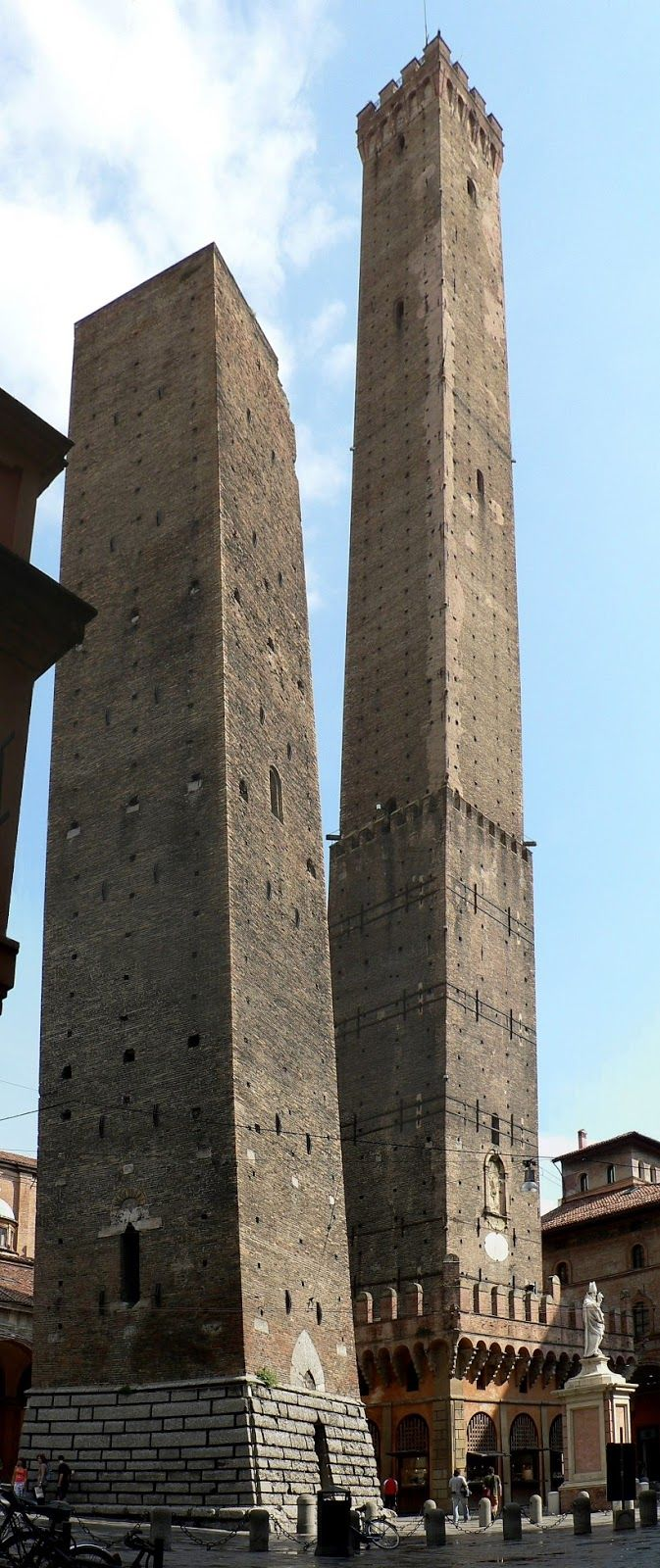 Famous Skew Towers in the World, The two towers of Bologna, Italy | Most Beautiful Pages