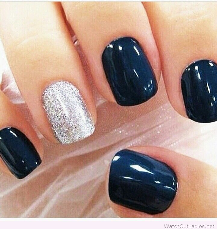 Navy and silver Christmas nail art #PedicureIdeas