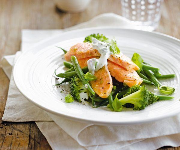 #Saumon et #légumes verts à la #vapeur, #sauce #yaourt aux #herbes