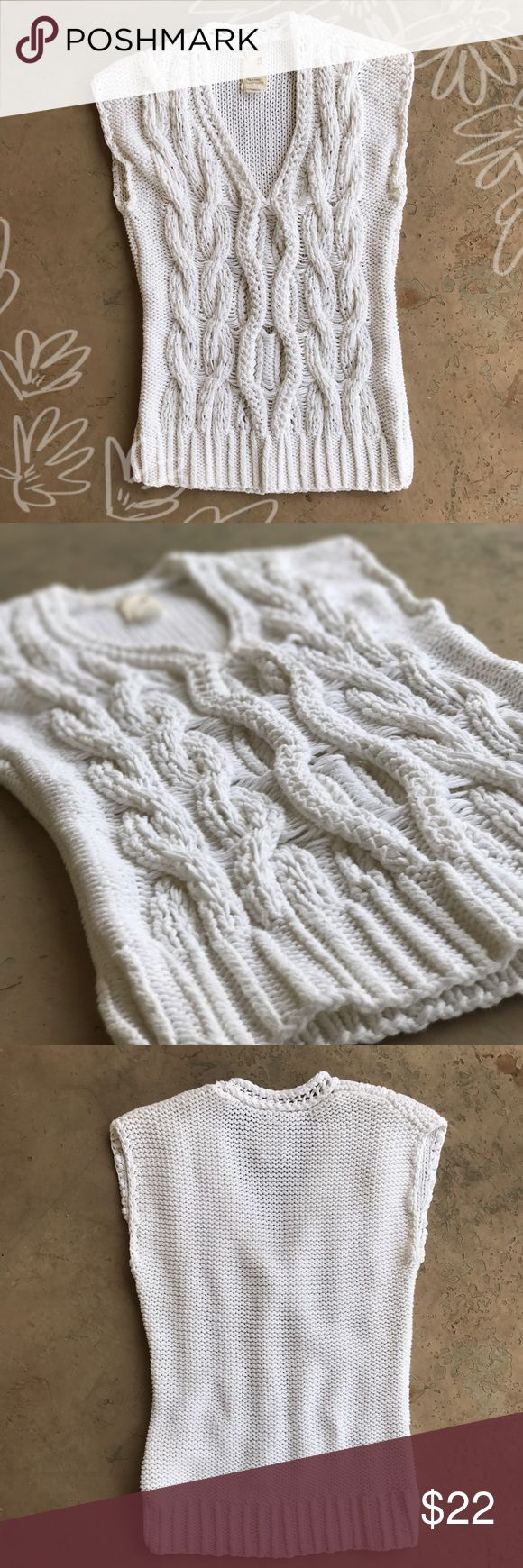 Anthropologie White Chunky Knit Sleeveless Sweater Excellent condition chunky knit warm sleeveless sweater from Anthropologie. From the label Far Away From Close. Size small. Anthropologie Sweaters Crew & Scoop Necks