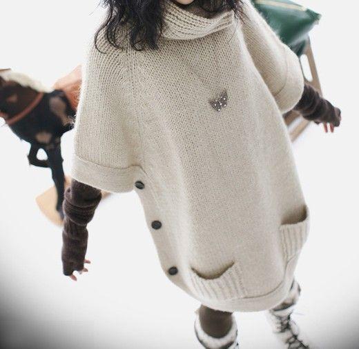 Фото Длинный теплый свитер бежевый с карманами