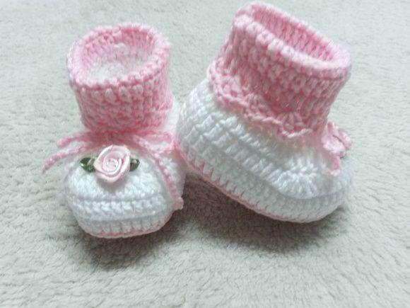 Feito em linha ,,,, mas pode ser feito em lã ,,,, para bebes de 0a2 e 2a4 4a6 meses, todo produto é feito especialmente para cada pedido por isso a cliente pode pedir na cor que desejar.....