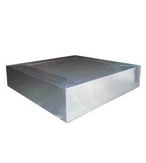 Mesa de salón de centro cúbica de recubierta de planchas de zinc . Se fabrica a medida y con diferentes acabados de zinc.