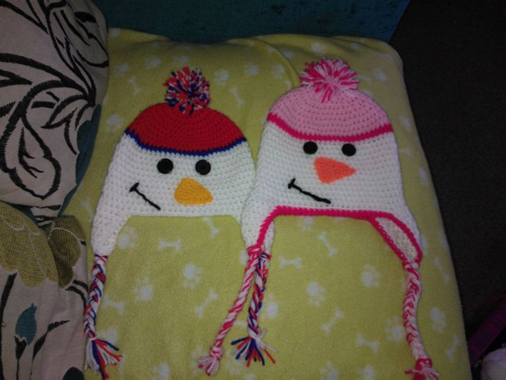 A mummy snowman and her son. Pattern from Simply2Irresistible. Hooked by Emma Barnett