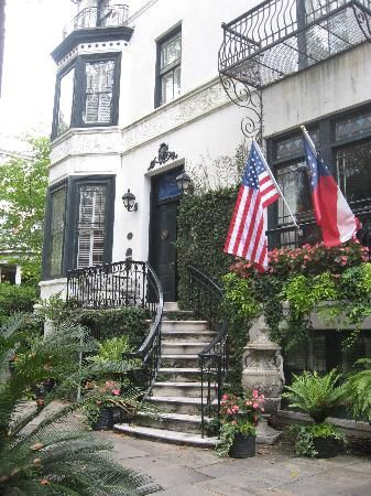 Just one of the dozens of historic homes in Savannah.