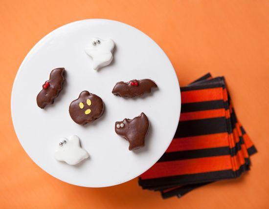 bats and cats: Cat, Butter Bats, Halloween Recipe, Butter Chocolate, Halloween Peanut, Butter Treats, Peanut Butter