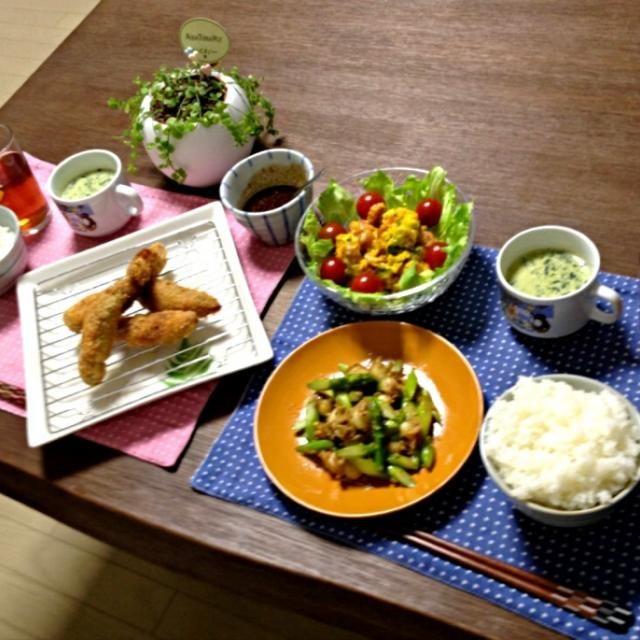 茄子の肉ロール揚げ、外の豚肉がカリッとしてて中の茄子がトロッと柔らかくて美味しいよ〜!ほうれん草の豆乳スープもGOOD! (^O^)v - 74件のもぐもぐ - 帆立とアスパラガスのバター醤油炒め、茄子の肉ロール揚げ、パンプキンサラダ、ほうれん草の豆乳スープ、ご飯 by pentarou