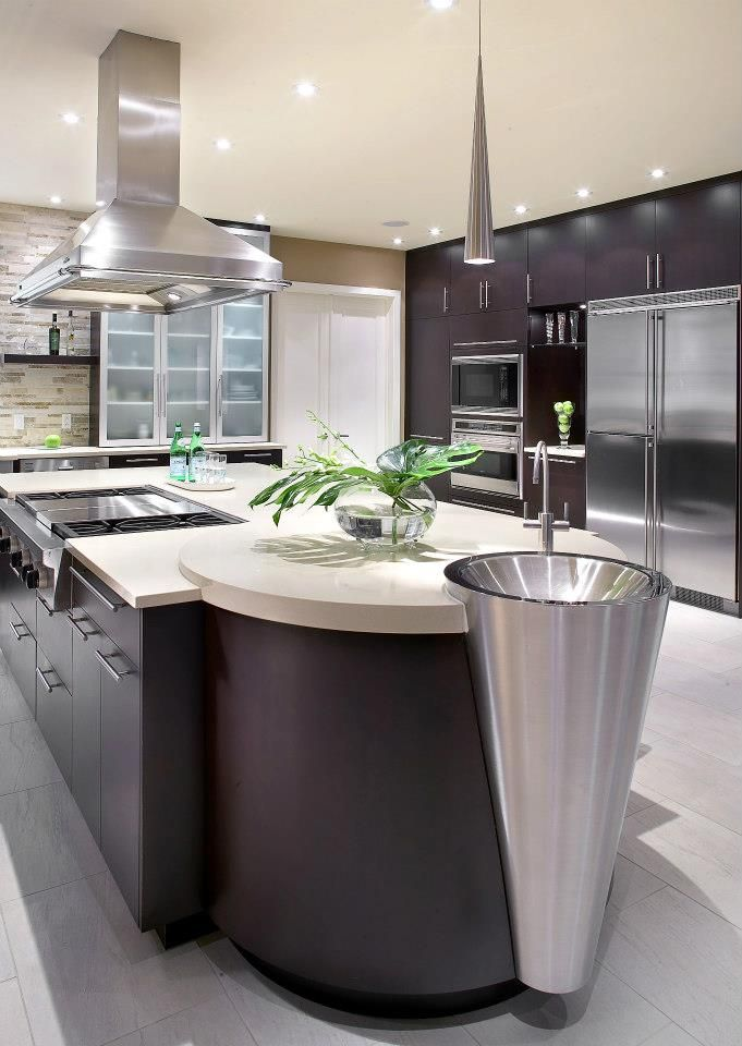 This kitchen is the kitchen of my dreams it modern and contemporary. I would like to have this kitchen. I would had a lot of pleasure to cook in this kitchen. I very love it!