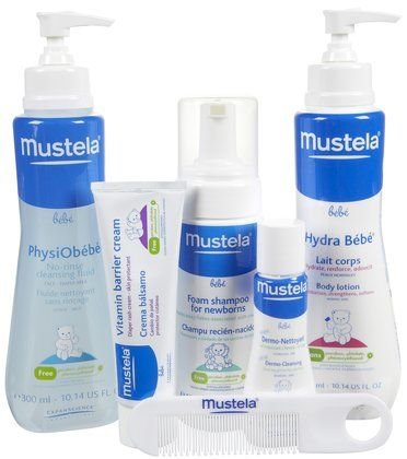 Looking for the perfect, no-fuss gift? This Mustela Newborn Set includes foaming newborn shampoo, gentle soap-free cleanser, hydrating lotion, vitamin barrier cream and product samples, all wrapped up in a gift tote! A great new mom gift.