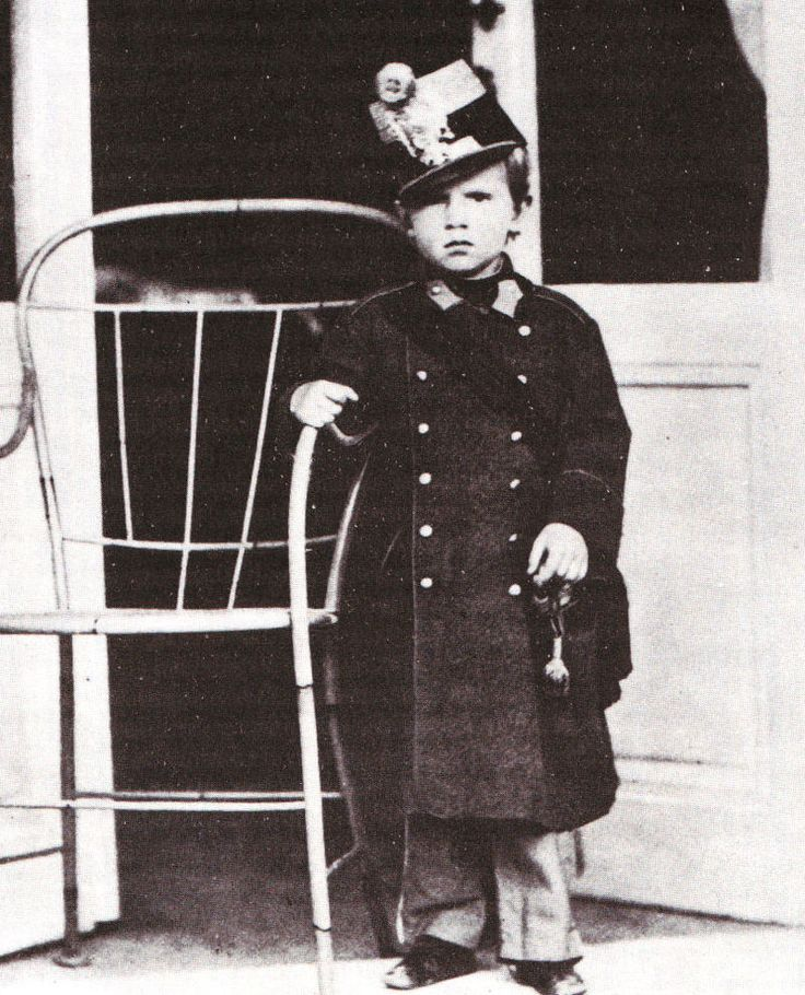 Third child, firstborn son: Rudolf Franz Karl Joseph of Austria - Crownprince.  Archduke and Prince Imperial, Royal Prince of Hungary, Croatia and Bohemia ( 21 august 1858 - † 30 januari 1889) He was born in Laxenburg and died aged 30, in Mayerling. (Photo 1862)