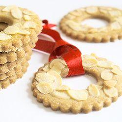 Kerstkransjes - Dutch little Christmas wreaths - crisp buttery tree decorations