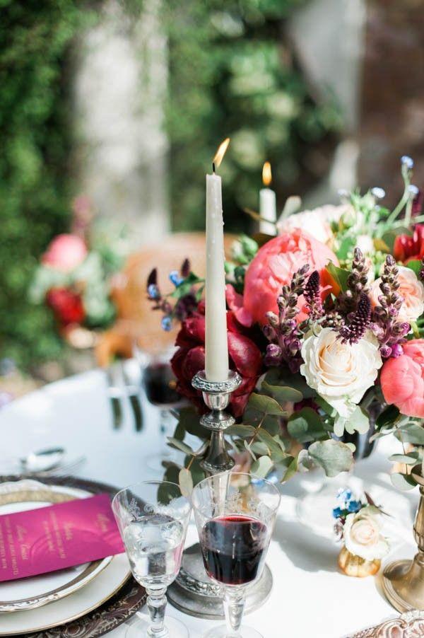 Wine-toned table decor