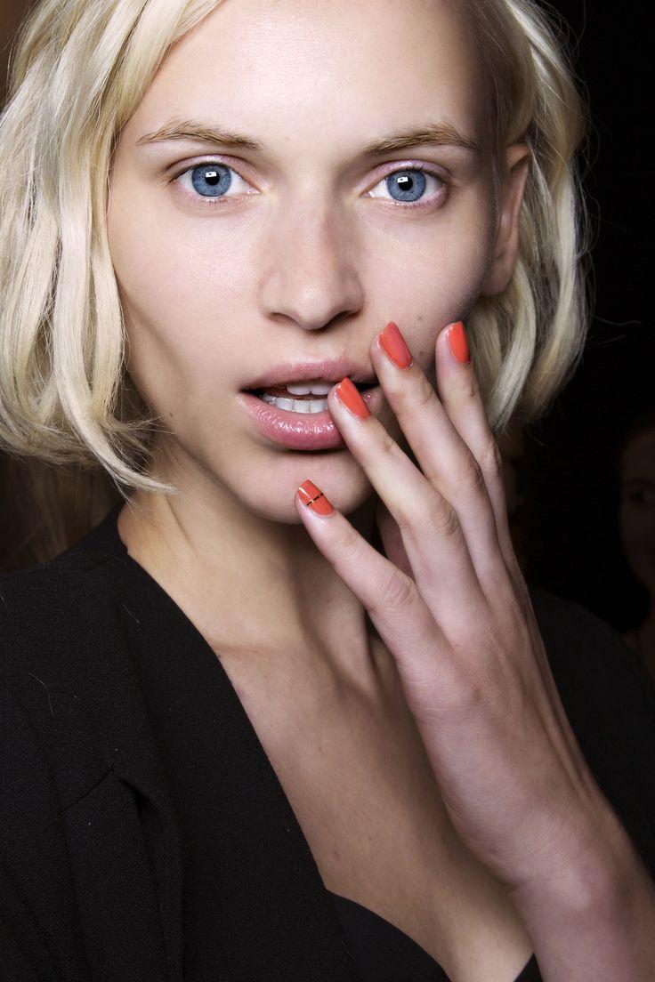 Manicure: trendy wiosna-lato 2015, Nicole Miller, fot. Imaxtree