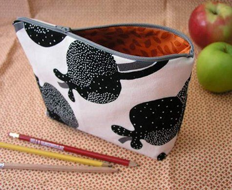 Learn how to sew a simple zippered case, by Design Sponge . Go to the tutorial here . Chic wrist cuff, from J*Cas...