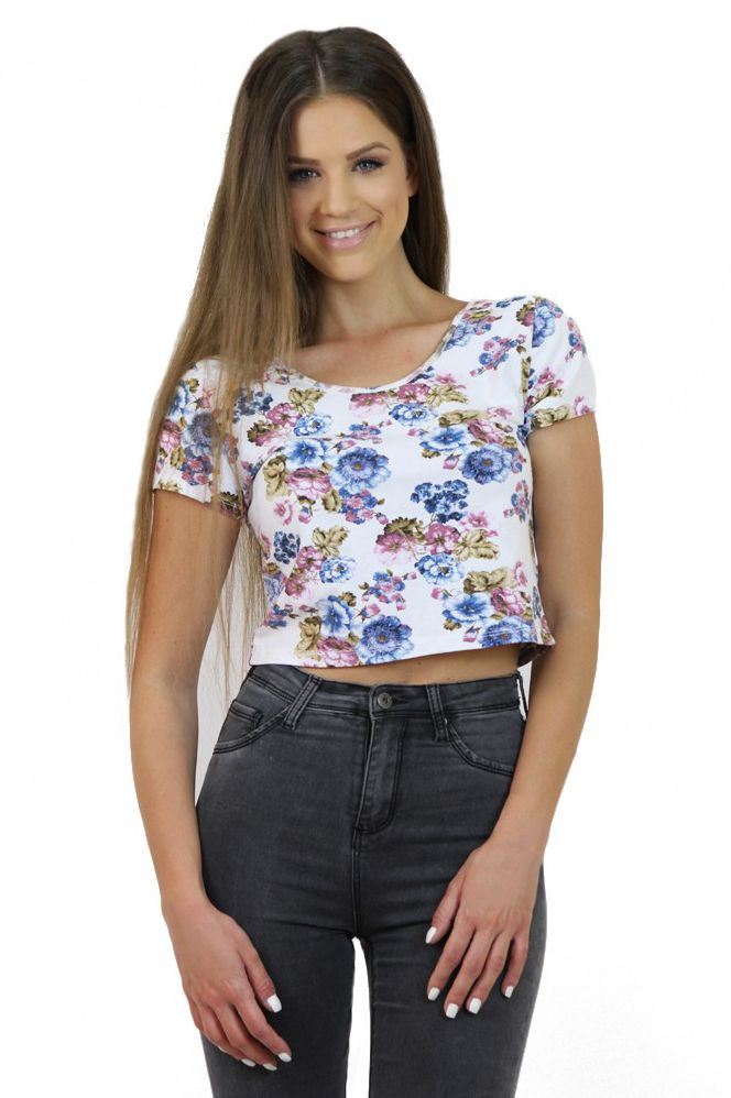 Floral Crop Top- www.famevogue.ro - romance is in the air with this festival-chic top....  #croptop #floral #top #fashion #style