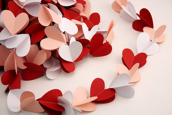love this garland!Ideas, Paper Garlands, Paper Heart, St Valentine, Christmas Decor, Diy Valentine Day, Heart Garlands Diy, Valentine Decor, Crafts