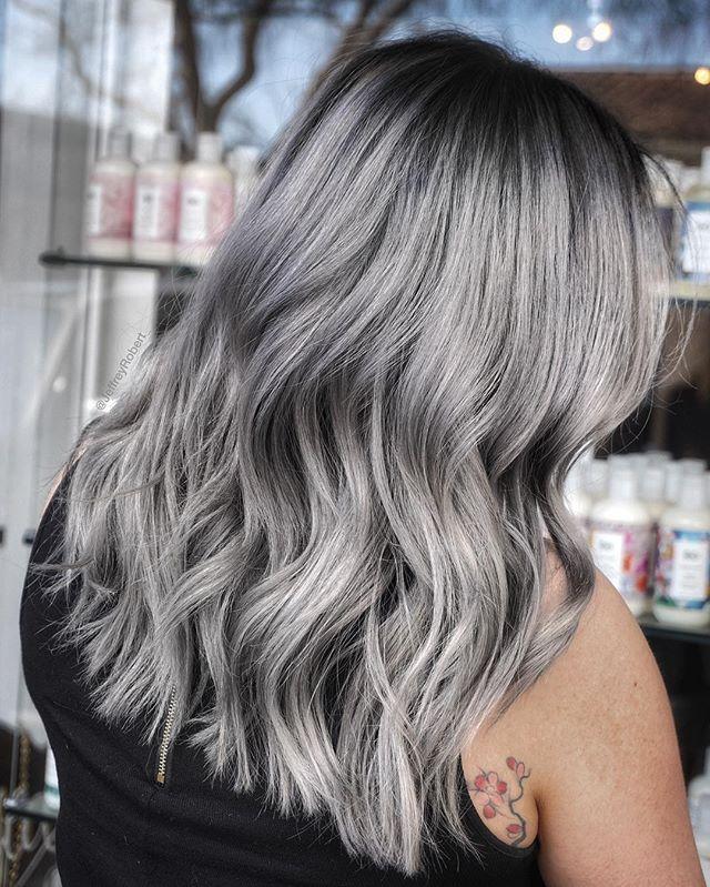 Smoked out 💀🌫 @schwarzkopfusa colors mixed with @brazilianbondbuilder #b3 #HairByJeffreyRobert #b3demi