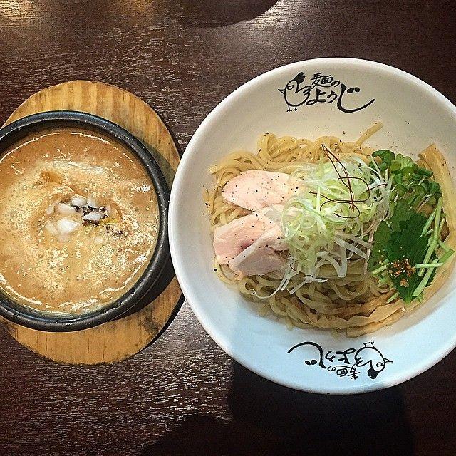 昨日の締めは、大阪市の谷町九丁目にある「麺のようじ」で鶏ドロつけ麺をいただきました☆  濃厚な鶏のつけ汁は柚子やシャキシャキ玉ねぎも入っておりクドくなく後半はレモン汁を投入し変化を楽しみました! 熱々の器に入っているので最後まで美味しくいただけます☆  スープ割はコンポタの様なまろやかな風味で大満足の〆となりました!  Yesterday, I ate dipping noodles at Osaka☆  Soup is the chicken!  #日本 #大阪 #肉 #ラーメン #チャーシュー #麺スタグラム #スープ #ラーメンインスタグラマー #麺 #鶏 #ディナー #ラーメン部 #ラーメン倶楽部 #東京カメラ部 #大阪カメラ部 #俺の一人反省会 #つけ麺 #スープ #japan #osaka #instajapan #instadaily #dinner #food #ramen #noodles #chicken #meat #nice #good
