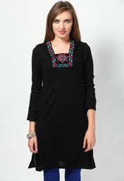 Winters are no excuse for you to compromise on style! Aurelia offers this pretty, black coloured kurta that will surely delight women, who are fond of ethnic wear. Made from acrylic, this regular-fit kurta is not just appealing, but warm and comfortable to wear as well.
